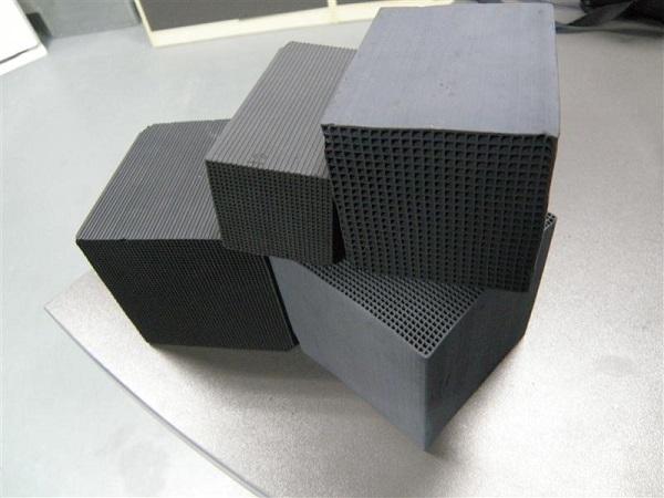 图为工业废气处理中常用的活性炭之二蜂窝状活性炭