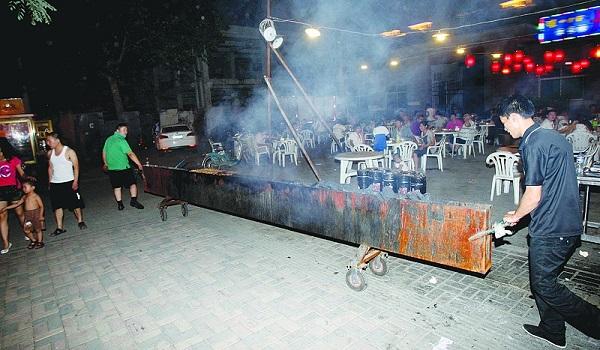 山东省大气污染防治条例对于露天烧烤污染问题开始罚款。